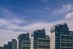 Fragments des bâtiments résidentiels modernes typiques Le concept de la LOCATION ou VENTE DE REAL ESTATE Photo stock