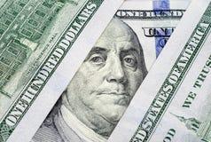 Fragments des billets de banque cent dollars de plan rapproché Photographie stock libre de droits