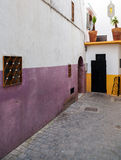 Fragmet estrecho de la calle en Medina Tánger, Marruecos fotografía de archivo libre de regalías
