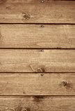 Fragnent der hölzernen Wand mit Nägeln Stockfoto