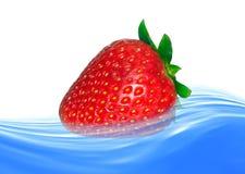 Fragola in acqua Fotografie Stock