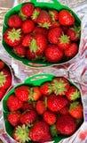 Fragola al mercato dell'agricoltore Fotografie Stock
