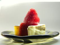 Fragola con il formaggio del camembert Fotografia Stock