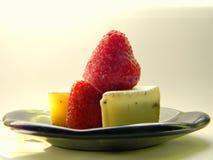 Fragola con il formaggio del camembert Immagini Stock Libere da Diritti