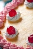 Fragola di compleanno e torta della crema Immagine Stock Libera da Diritti