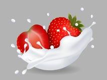 Fragola dolce succosa nella spruzzata del latte Fotografie Stock Libere da Diritti