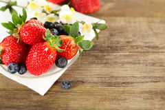 Fragola e mirtillo - alimento sano Fotografia Stock Libera da Diritti