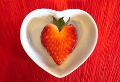 Fragola a forma di del cuore Fotografia Stock Libera da Diritti