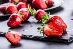 Fragola Fragola fresca Strewberry rosso Succo della fragola Fragole senza bloccare poste nelle posizioni differenti fotografia stock libera da diritti