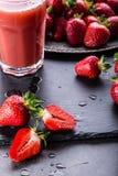 Fragola Fragola fresca Strewberry rosso Succo della fragola Fragole senza bloccare poste nelle posizioni differenti fotografia stock