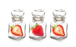 Fragola nella bottiglia di vetro Immagini Stock Libere da Diritti