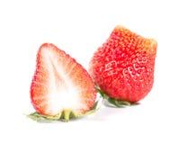 Fragola, Strawberrycut mezzo su fondo bianco Fotografia Stock