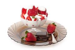 Fragole con crema e cioccolato Fotografie Stock