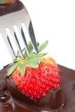 Fragole del rivestimento del cioccolato fotografie stock libere da diritti