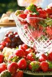 Fragole ed ossequi gastronomici della frutta fotografia stock libera da diritti