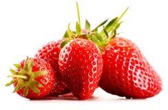 Fragole organiche fresche su fondo bianco Immagini Stock Libere da Diritti
