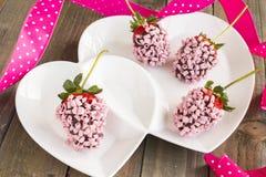 Fragole rosa del cioccolato Immagini Stock