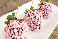 Fragole rosa del cioccolato Fotografia Stock