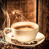 Fragrance coffee cup with roasted grains Royalty Free Stock Photography