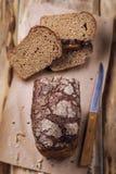 Fragrant świeży chleb na drewnianym stole Obraz Stock