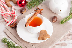 Fragrant black tea with cinnamon, gingerbread cookies with spice Stock Photos
