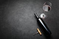 Fragrant starzej?cy si? wino w butelce Szlachetny nap?j Odbitkowa przestrze? dla teksta zdjęcia royalty free