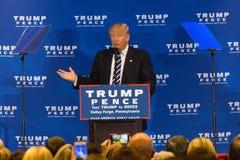 Fragua de Donald Trump Campaigns Near Valley Imagenes de archivo