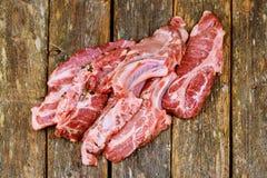 Frais et viande crue Nervures et côtelettes de porc crues, gril et barbecue prêts non coupés Image libre de droits