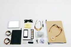 Frais généraux des accessoires de femme d'affaires. Photographie stock libre de droits