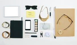 Frais généraux des accessoires de femme d'affaires. Photo libre de droits