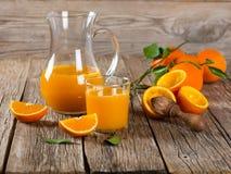 frais orange de jus appuyée Photos libres de droits