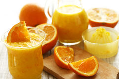 frais orange de jus appuyée Image stock