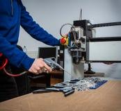 Fraisage et machine de gravure photographie stock libre de droits
