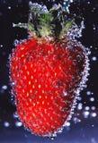 fraise avec des bulles d'air Photos stock