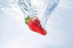 fraise d'éclaboussure images stock