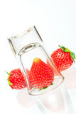 Fraise d'isolement sur le fond blanc Photos stock