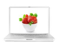 fraise fraîche d'écran d'ordinateur portatif Image stock