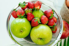 fraise vert pomme Images stock
