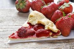 Fraises au goût âpre et crues de fraise Images stock