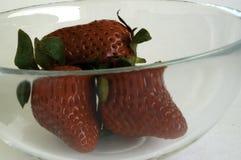 fraises en verre de cuvette Photos stock
