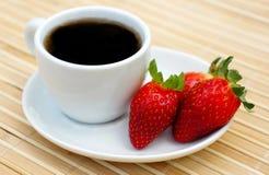 Fraises et café doux images libres de droits