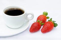 Fraises et café doux photographie stock libre de droits