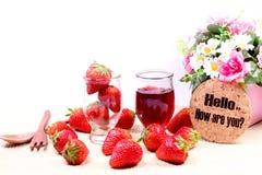 Fraises et confiture de fraise fraîches Photos stock