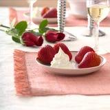 Fraises et roses Image libre de droits