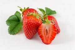 Fraises sur le fond blanc Saison de fraise dessus Photos stock