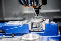Fraiseuse de commande numérique par ordinateur de travail des métaux Photo libre de droits
