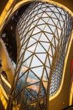 FRAKFURT НА ОСНОВЕ, ГЕРМАНИИ - 01,2016 -ГО НОЯБРЕ: Интерьер торгового центра MyZeil в Франкфурте Оно ` s конструированный мимо Стоковые Изображения