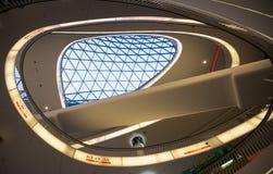 FRAKFURT EN LA TUBERÍA, ALEMANIA - NOVIEMBRE 01,2016: El interior del centro comercial de MyZeil en Francfort Él ` s diseñado cer Fotografía de archivo libre de regalías