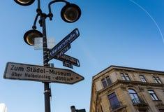 FRAKFURT NA magistrali NIEMCY, LISTOPAD, - 01,2016: Pointer ulicy Frankfurt Zdjęcia Stock