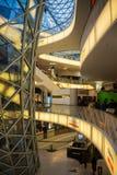 FRAKFURT NA magistrali NIEMCY, LISTOPAD, - 01,2016: Wnętrze MyZeil centrum handlowe w Frankfurt Ja ` s projektujący obok Fotografia Royalty Free